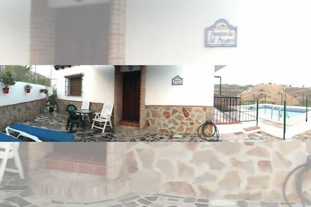 Acogedora Casa Rural con Piscina 2 dormitorios. - Vélez-Málaga