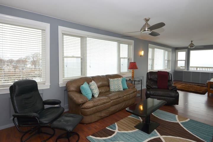 Directly on the lake! Cozy spot w/ panoramic views - Chicago - Apartment