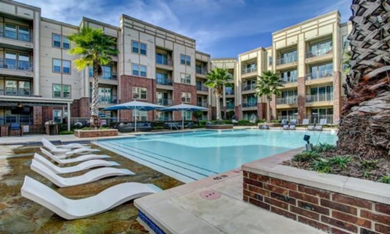 ResortStyle Luxurious Apartment Houston Heights-55