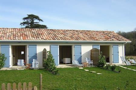 Gîte deux personnes Studioescos - Escos - House