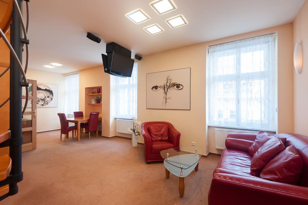 1st floor. Two-sides TV with home cinema BOSE