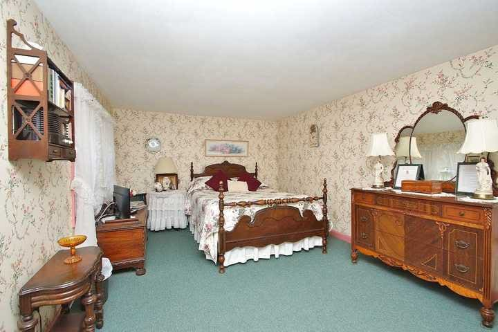 """The """"Sow's Ear"""" Apt. 1 