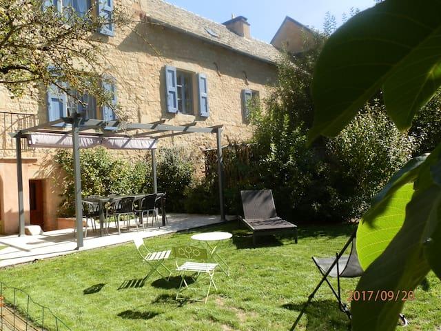Gîte Lou Flaujer  Pont  les Bains Salles la Source