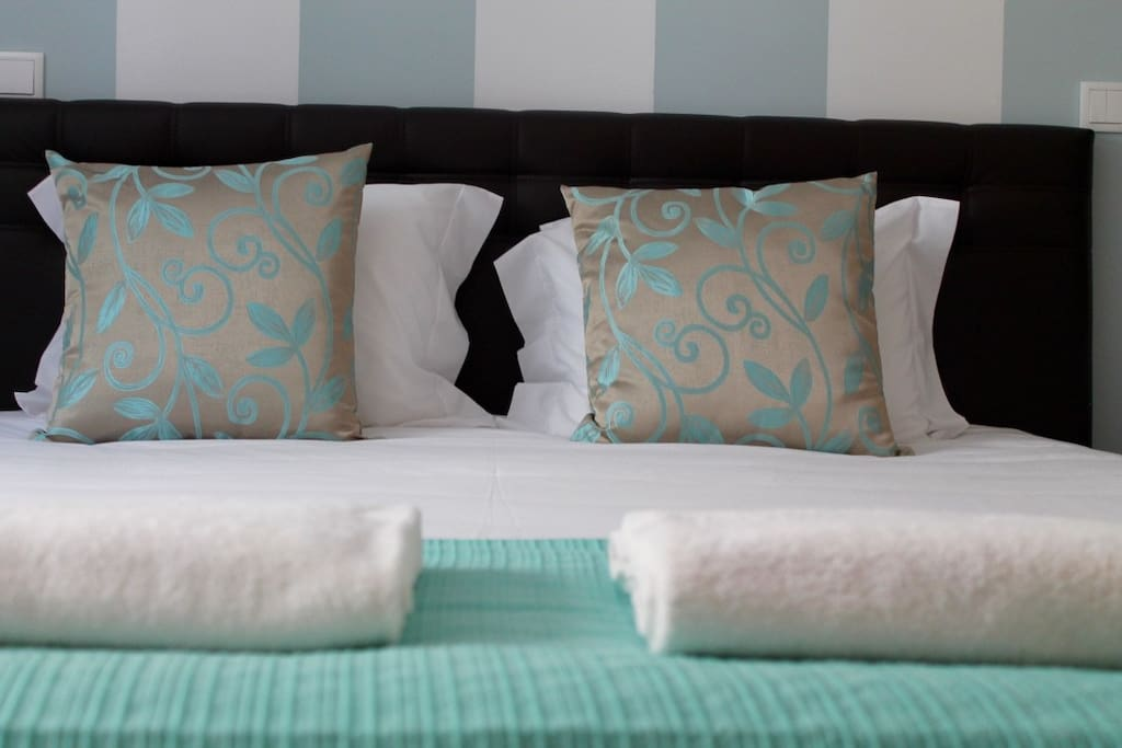 Quarto de casal com casa de banho. Couple bed room (Suite).