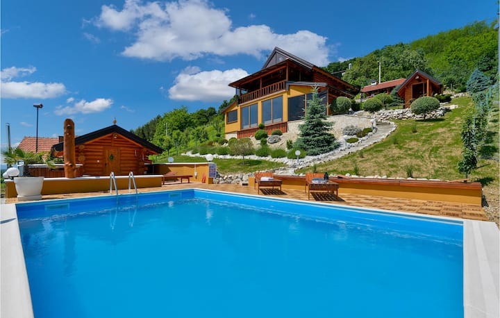 Amazing home in Novi Marof with Jacuzzi, Sauna and 3 Bedrooms
