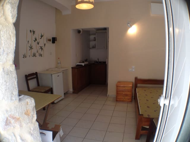 Studio 10min walk to the center of Heraklion.