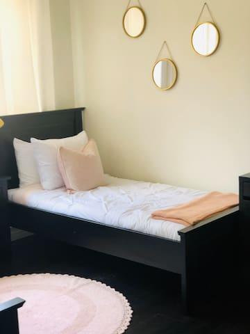Bedroom 1* 1st floor - 2 Twin Beds