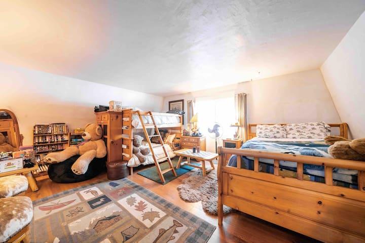 Family & Pet Friendly Cozy Studio Apartment