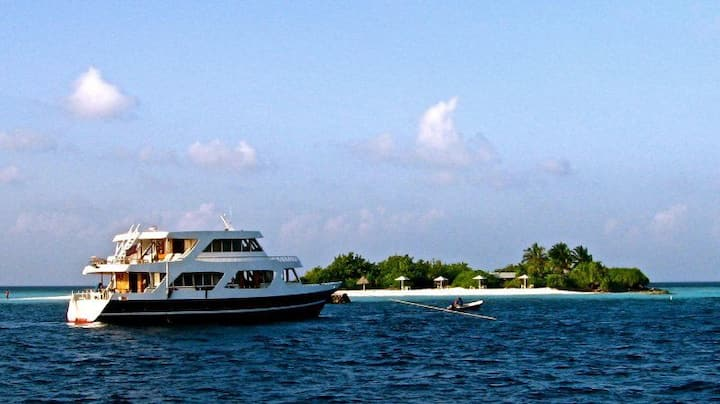 Surf liveaboard holiday from Male, all inclusive
