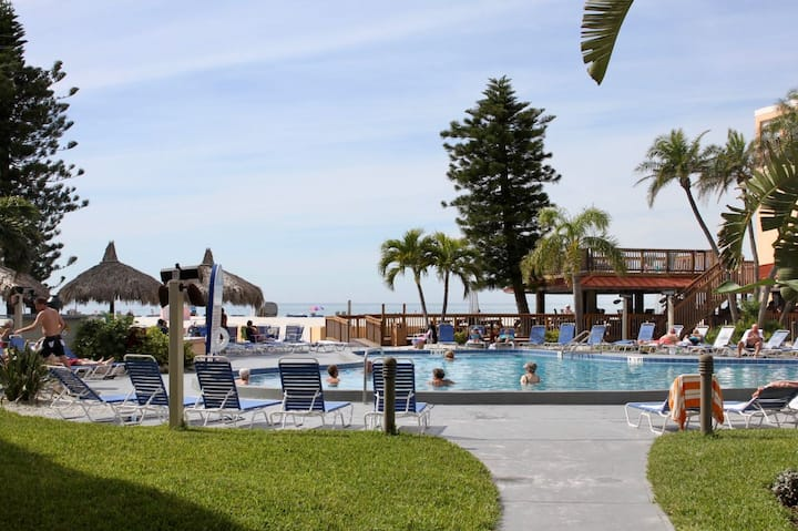 Amazing Stay! 3 Classic Units and Near The Beach!