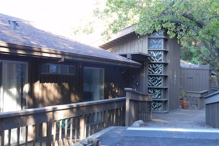 15 bed/bath retreat for Superbowl - Cupertino - Bed & Breakfast