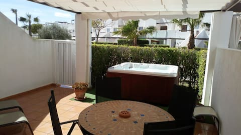 Luxury 3 bed Apartment with Jacuzzi