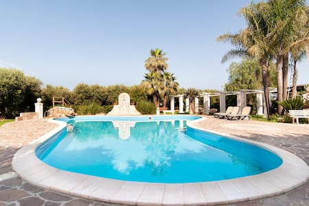 Luxuries Private Villa and Pool - Melissano