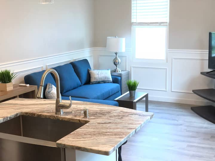 2BR VACATION RENTAL IN DOWNTOWN NEWPORT