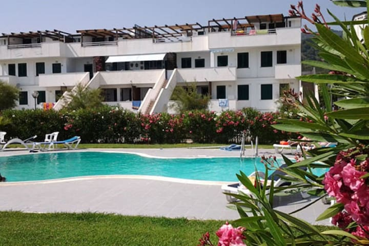 Sea-Side Apartment in Policastro Bussentino with Pool