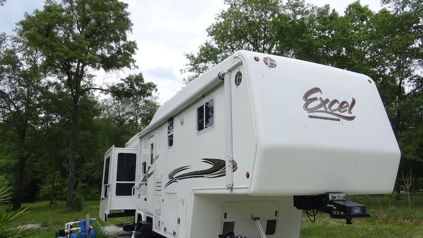 luxury private 32ft 5th wheel - Middleburg - Camper/RV
