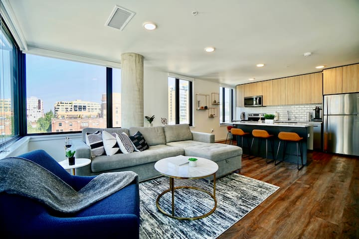 Downtown Pearl District Upscale apt. w/ Rooftop!