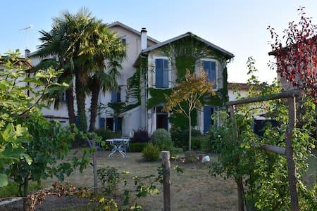 Grande maison familiale à la campagne - Lahosse - Hus