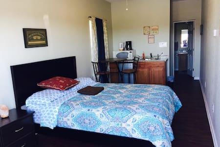 Full cozy studio/private bath (A)