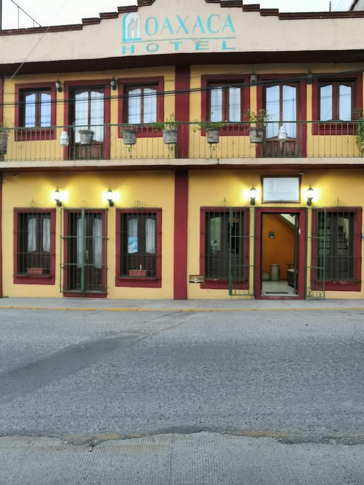 Habitación privada con baño en hotel centro a 7min