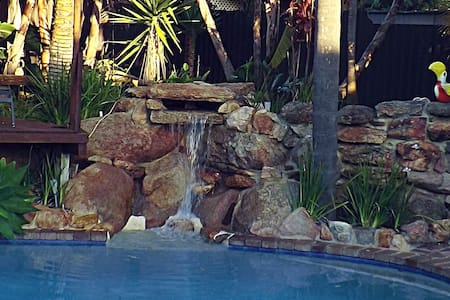 Queen room with tranquil pool and garden setting. - Wanneroo - House - 2