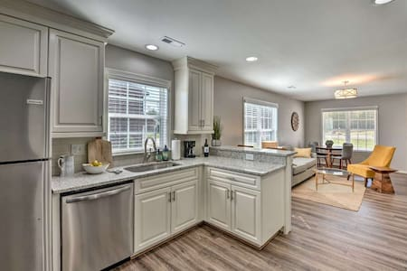 Chic Lake Norman Area Townhome across from Park