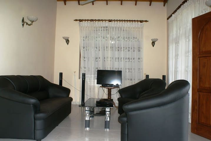 River Front Villa With 4 Bed Rooms