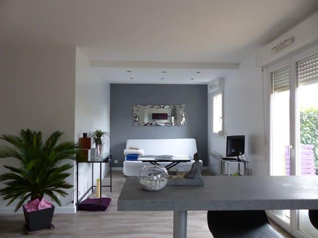 Joli T2 dans résidence calme - Pau - Lägenhet