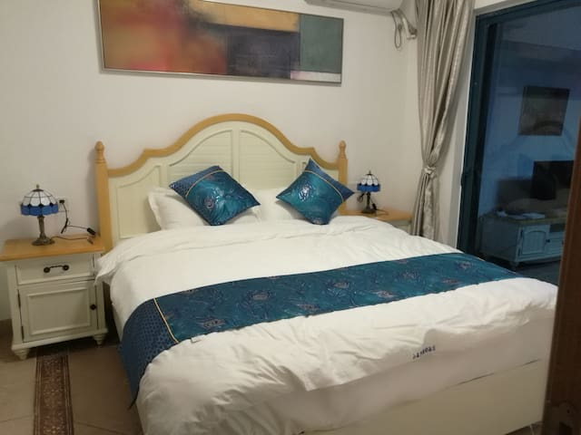 主卧1.8米大床,金可儿名牌床垫给您一个好的睡眠