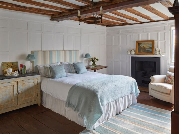 Harlington Manor - The Wainscot Room