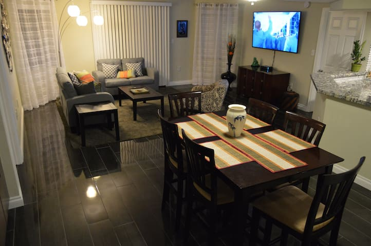 DualMaster Suite near the Convention Ctr & LvStrip