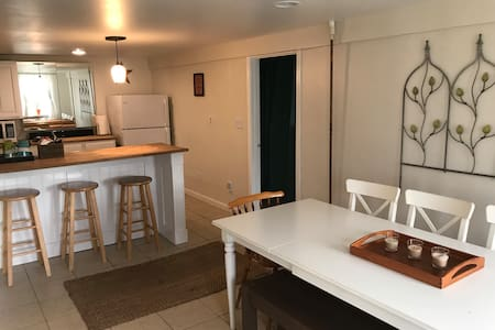 Novi Lakes Private Apt Cozy/Clean/Coffee/Treats