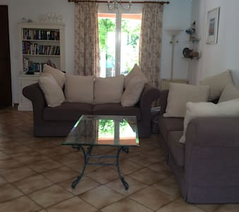 private 3 bedroomed house with pool - Saint-Geniès-de-Fontedit