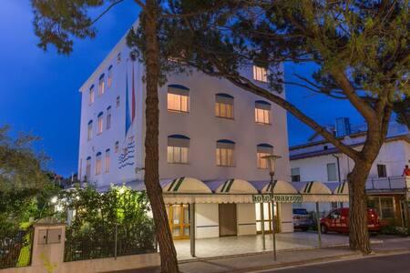 HOTEL MANZONI - Jesolo Lido