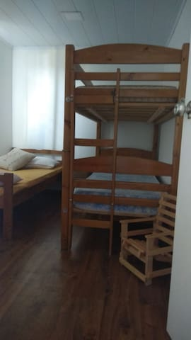 Segundo dormitorio .Cuchetas y cama   individual