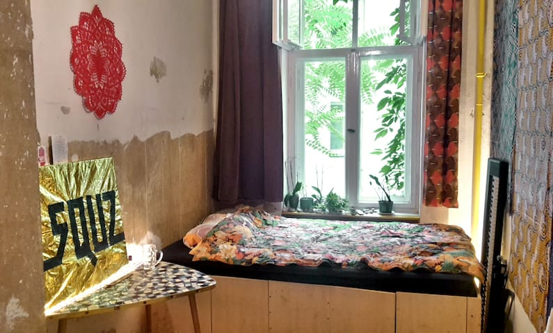 Cozy room with double bed in artist flat share