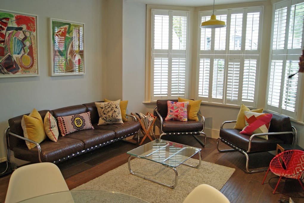 Colourful and stylish living area. Comfortable original 1960s sofas. Flat screen television with netflix/on demand etc.