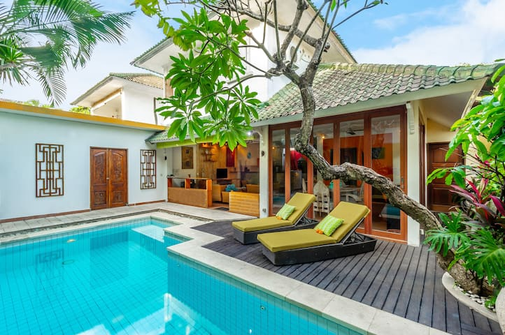 Villa Kuning, just a short stroll to the beach