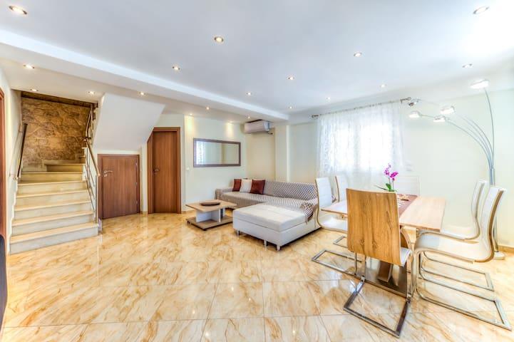Luxury Villa Alessandra