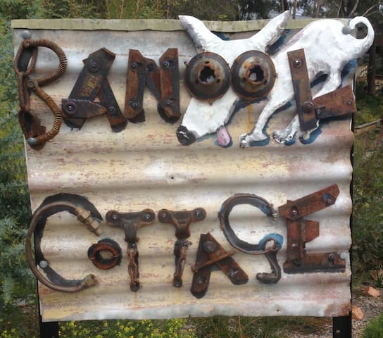 Banool Cottage -dog friendly for guests with pets.