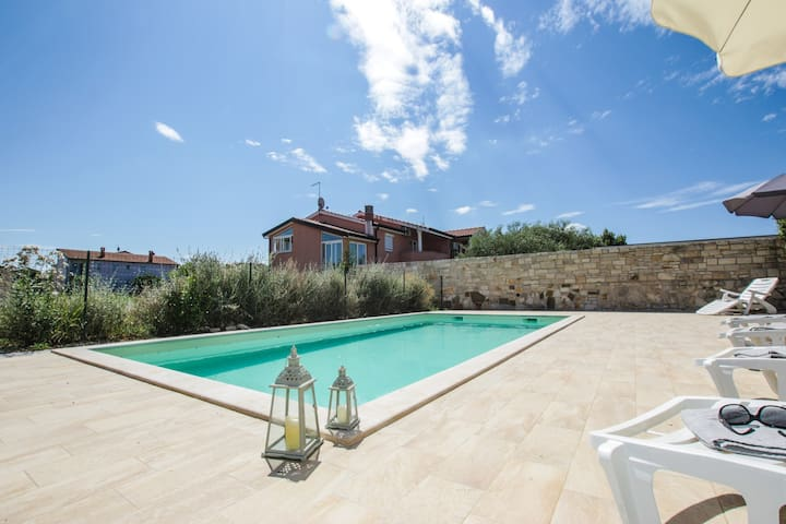 house for 5+2 persons in Novigrad R83269