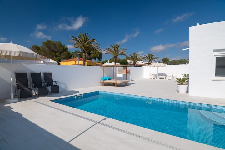 Modern, comfortable villa with pool – Villa Izarenara