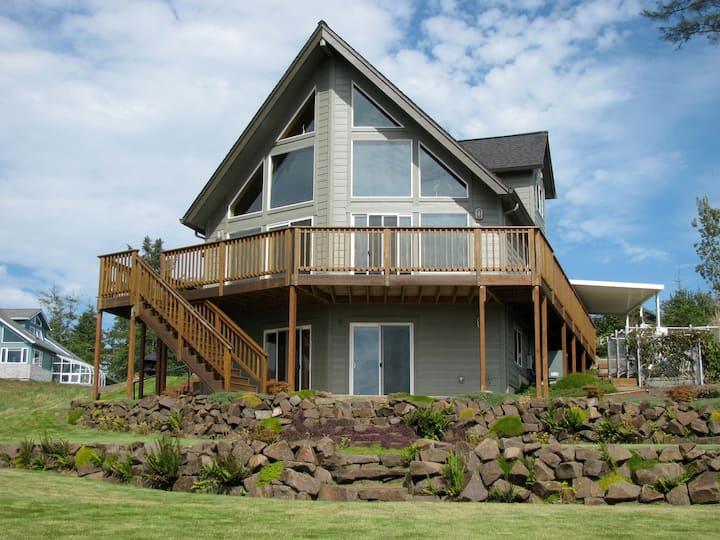 Beautiful Coastal Retreat  2600 sq ft