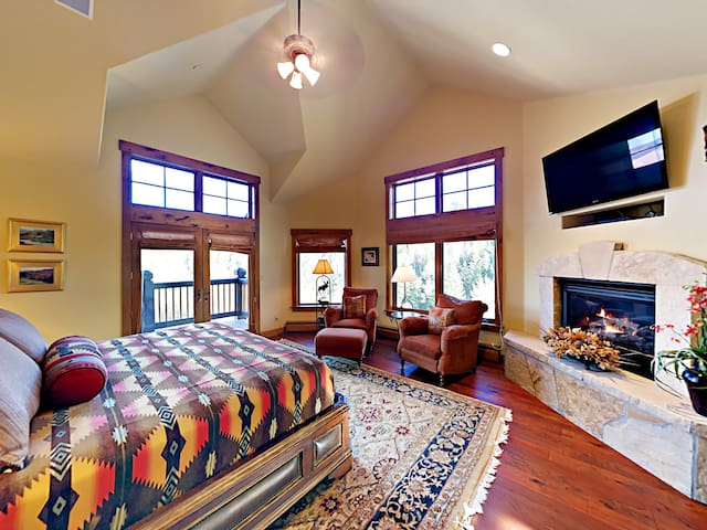 Luxury 4BR Mountain Retreat