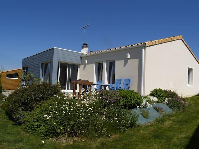 Maison avec jardin, vue superbe sur la campagne. - Mortagne-sur-Sèvre - Haus