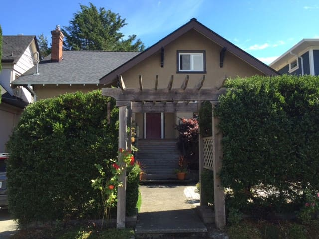 Family home with downtown location - Victoria - Ev