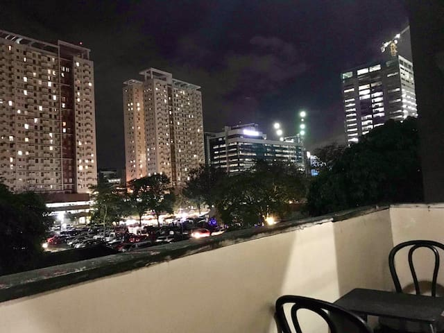 Nice View Family Suite w Balcony nr IT Park &Ayala
