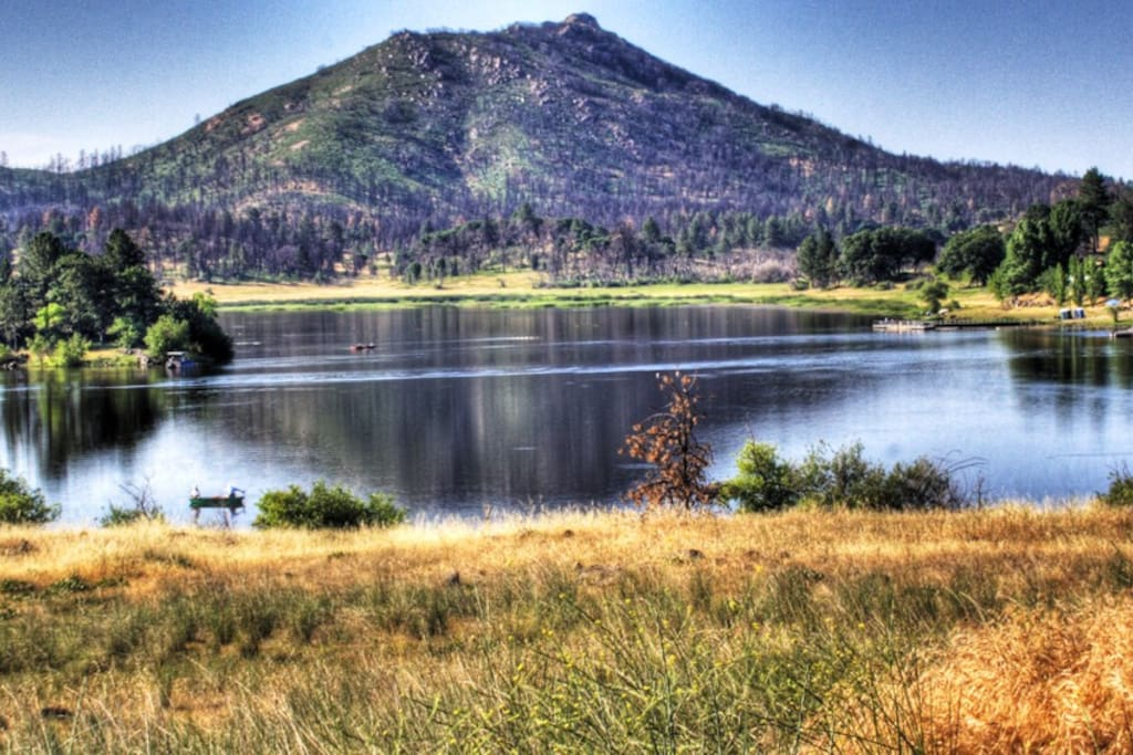 Beautiful lake view log home houses for rent in julian for Fishing lakes in southern california