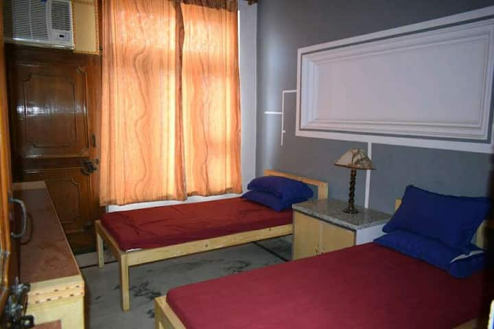 indian dormitory 24x7 available @ inr500/bed/night