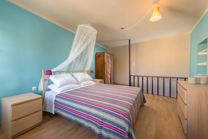 Gizem August 2019 House holder is so polite, hospitable, helpful and smiling. The house was very clean. The location is excellent. I can say that the house is in heart of old town. It is close to both restaurants and port. I highly recommended you to